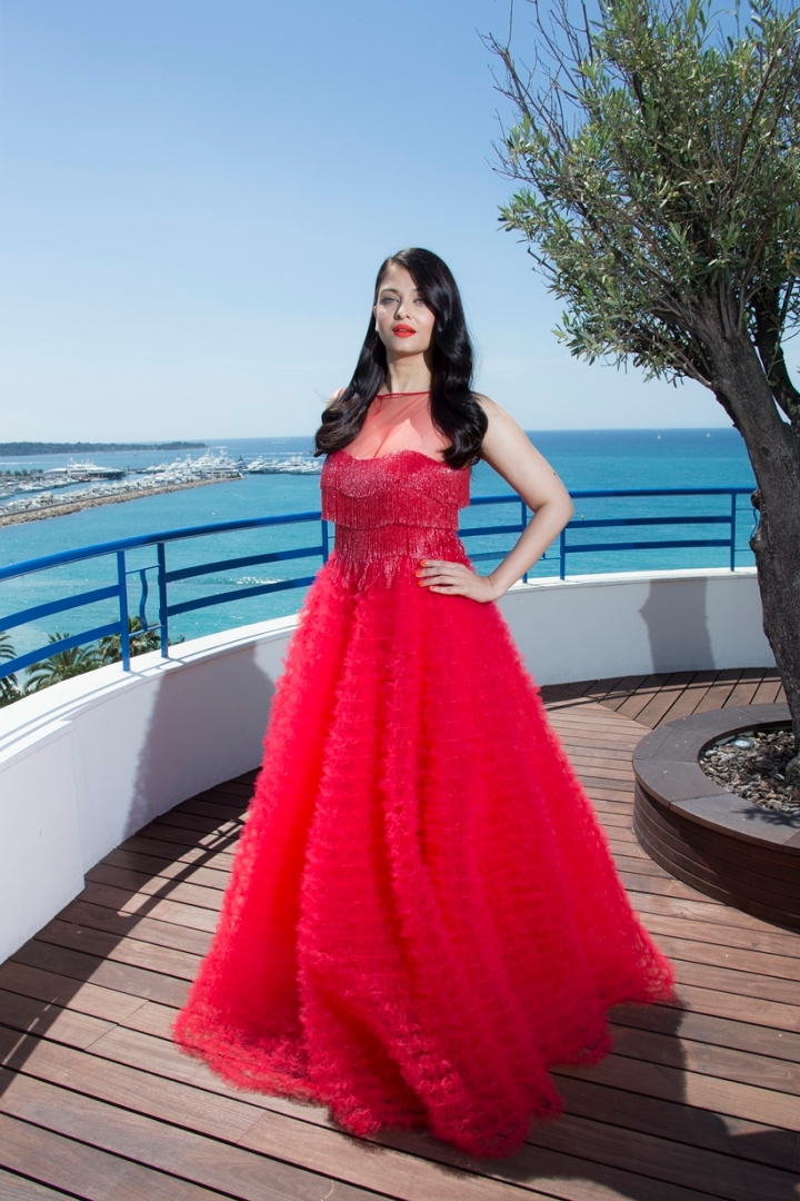 All the Dazzling Aishwarya Appearances at Cannes 2016